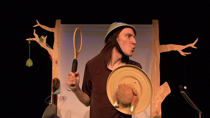 Help-ik-heb-een-vlieg-ingeslikt-Foto-nvt-jeugdtheater.1-1 (2)